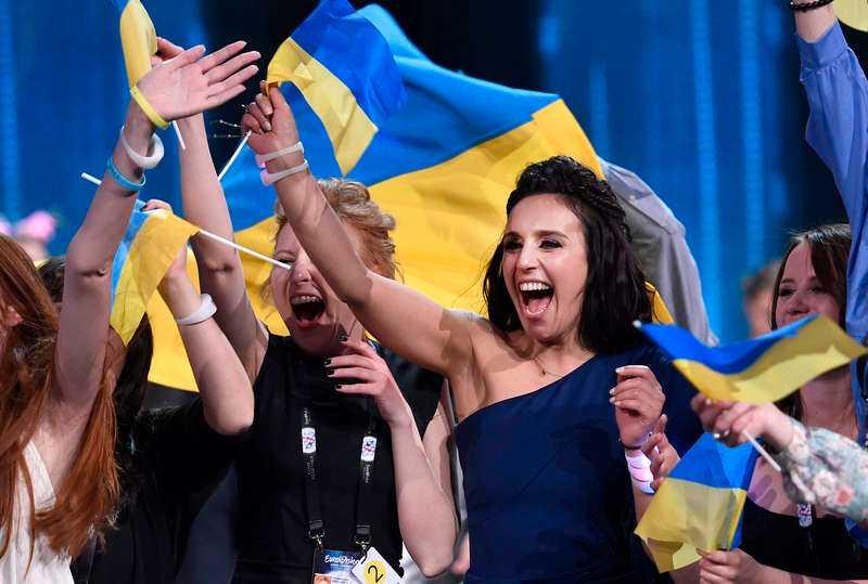 Jamala från Ukarina firade segern efter en nervkittlande omröstning.
