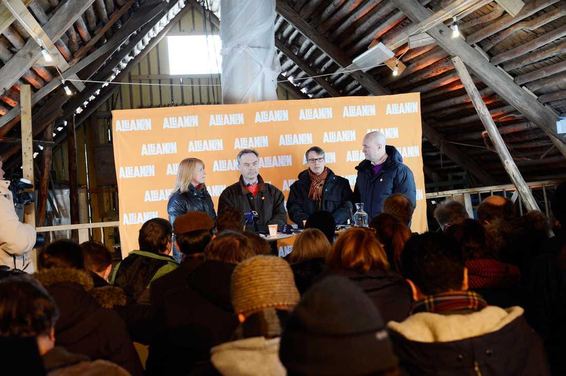 Partiledarna Annie Lööf (C),  Jan Björklund (FP),  Göran Hägglund (KD) och Fredrik Reinfeldt (M) presenterade sin plan för valet 2014.