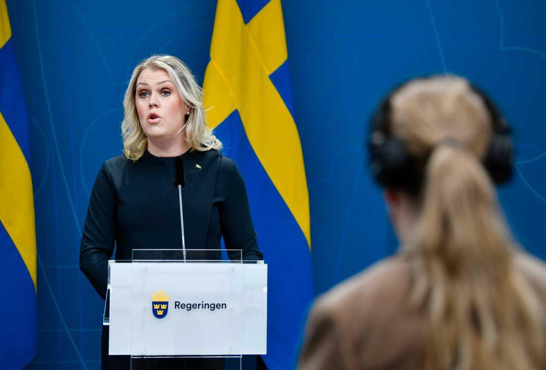 Socialminister Lena Hallengren (S) vid tisdagens pressträff.