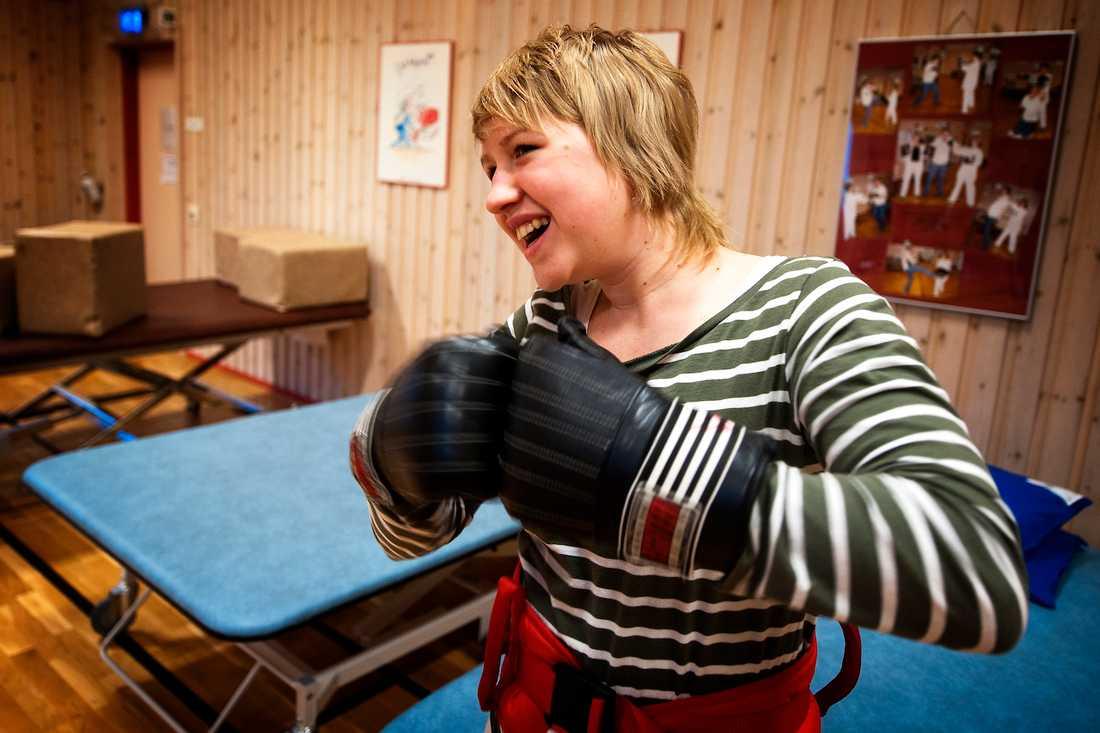 Emma tränade på många olika sätt under tiden på rehab. Här boxas hon 2010.