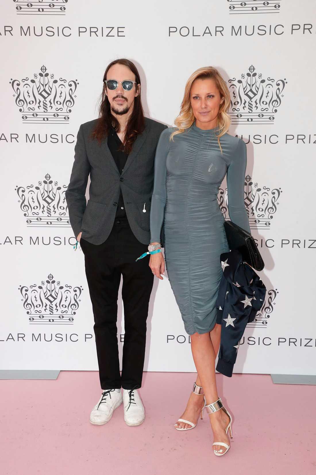 Andreas Kleerup och Erika Johnson på rosa mattan inför Polarpriset-galan.