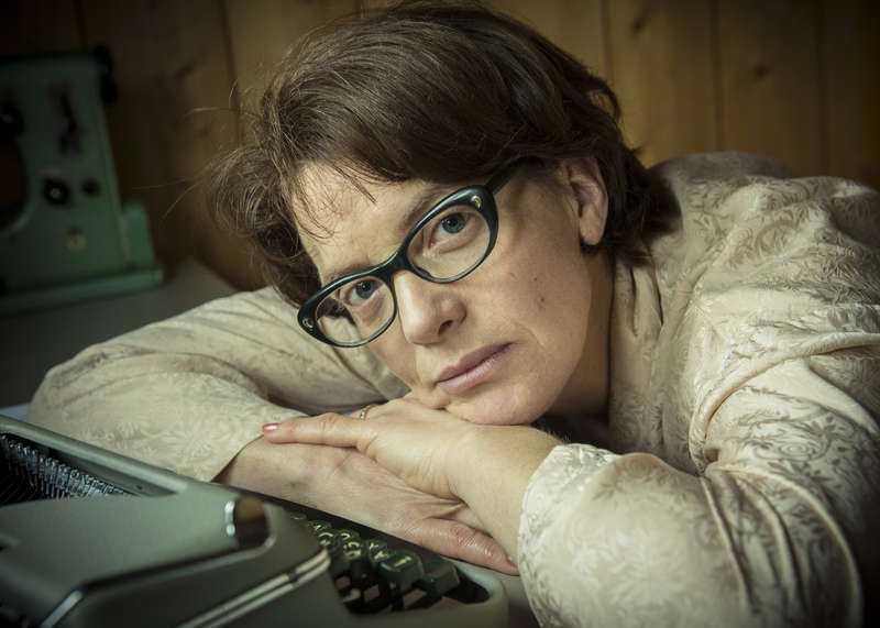 """Cilla Thorell spelar Kerstin Thorvall i """"Det mest förbjudna""""."""