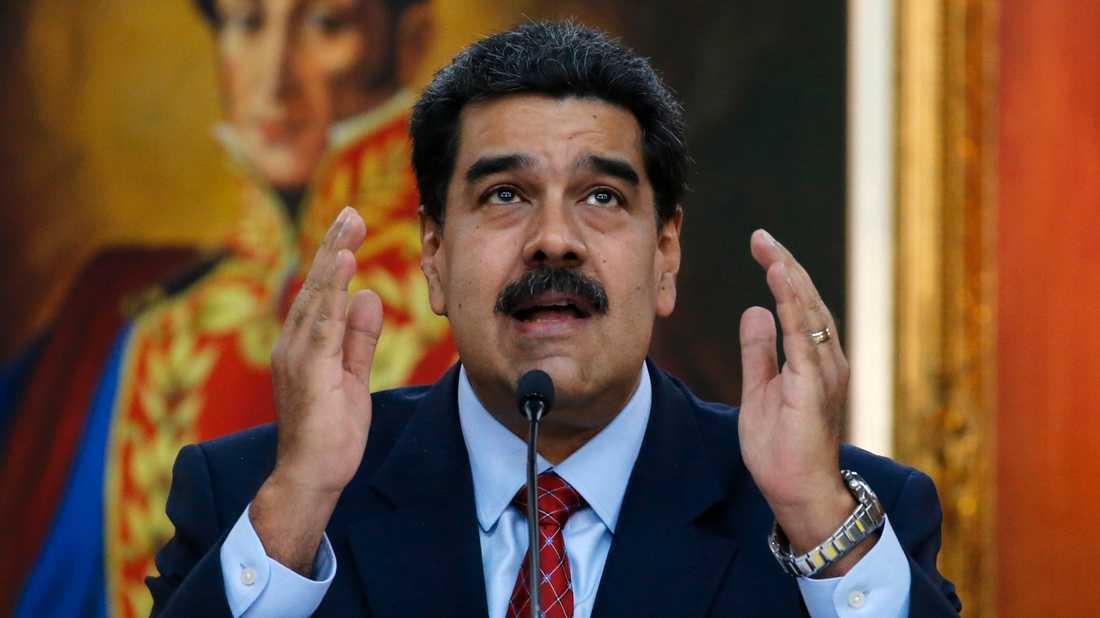 Venezuelas president Nicolás Maduro (på bilden) utmanas av oppositionsledaren Juan Guaidó.