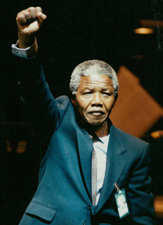 Bland det första Nelson Mandela gjorde när han släpptes var att besöka Sverige och tacka för stödet. Här i Globen.