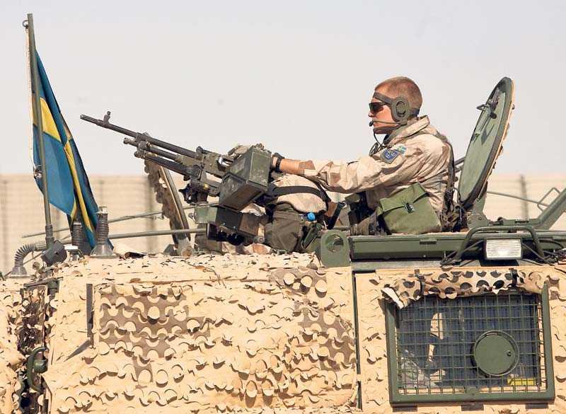 Att lämna Afghanistan skulle vara att lämna över ansvaret på någon annan.