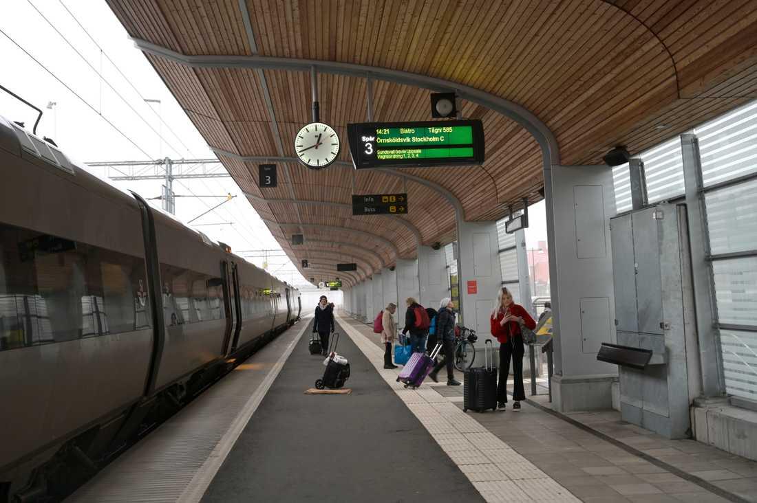 SJ:s personal barrikaderade sig i stationshuset i Umeå efter ilska från passagerare. Arkivbild.