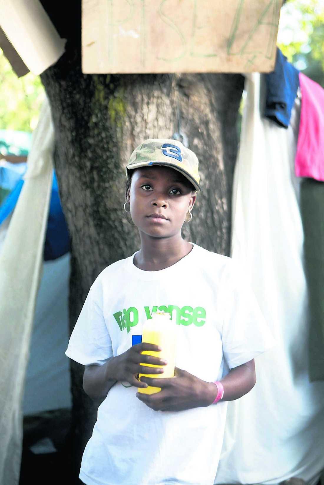 Jean Fabiola, 10. Båda föräldrarna döda.