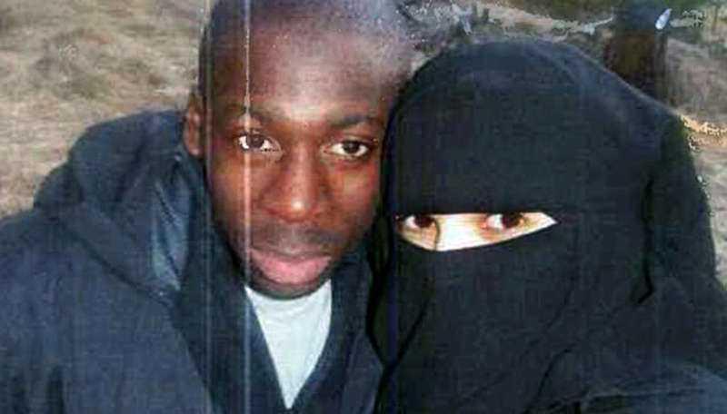 Amedy Coulibaly, 32, var gift med Hayat Boumeddiene, 26. Coulibaly sköt ihjäl fyra personer som han tagit som gisslan i en judisk matbutik i östra Paris i fredags.