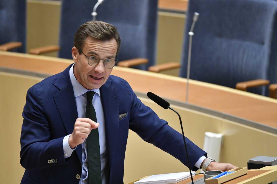 Moderatledaren Ulf Kristersson vill titta på Danmark för att hitta effektiva åtgärder mot gängbrottsligheten.