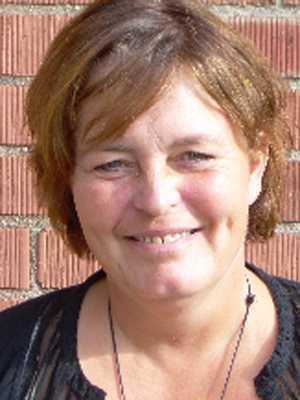 Lön: 26 089 kronor.  Eva Andersson, 58 år. Examen som lågstadielärare.  – Yrkets status försämras kraftig med sämre utbildnigskvalité som följd. Färre elever får de grundläggande kunskper som behövs för att våga leva i ett livslångt lärande.