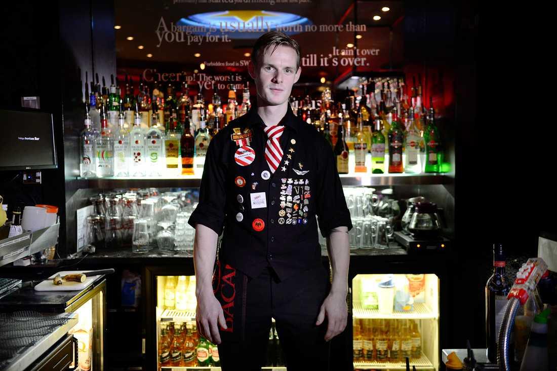 Joachim Reichel, 22, bartender, Oslo Jag tycker inte att vi mobbas, men det finns ibland en förutfattad mening om oss som inte är positiv. Norrmän är stolta av sig och vill inte göra skitjobbet som vi gör. De vill hellre jobba i bank.