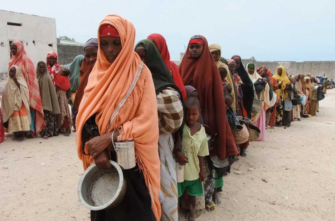Att vara fattig och kvinna är de sämsta förutsättningar man kan födas med.