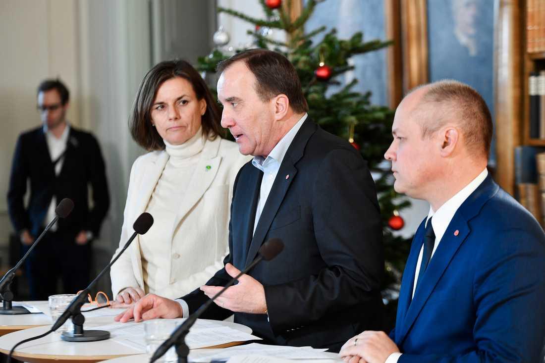 Isabella Lövin, Stefan Löfven och Morgan Johansson.