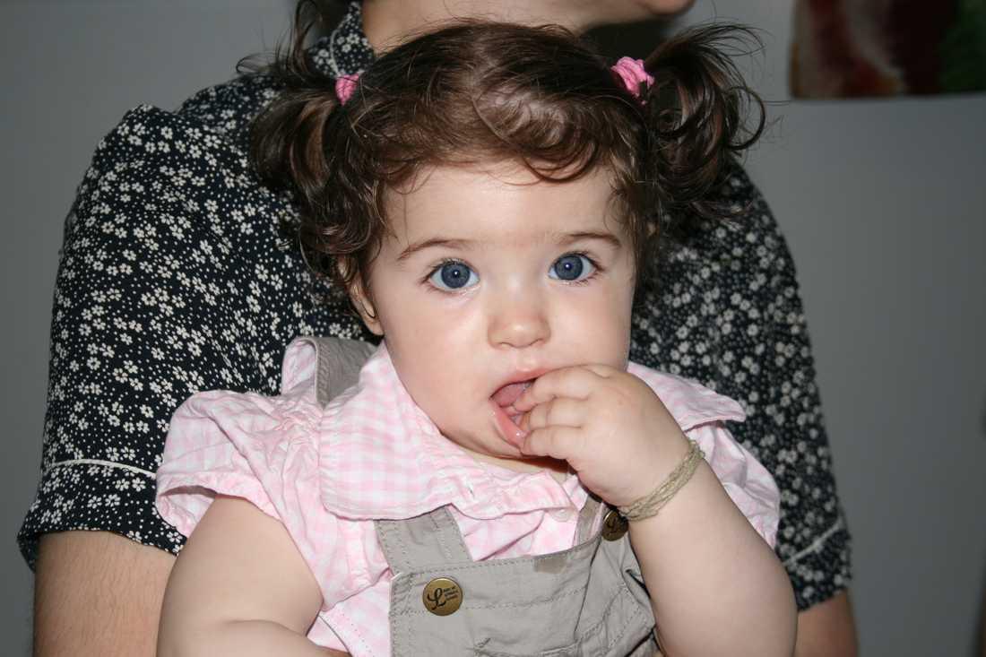 """Samir Hajder har skickat in bild på ettåriga dottern Amanda: """"Vår kära Amanda har alltid haft superkalufs sen hon föddes""""."""
