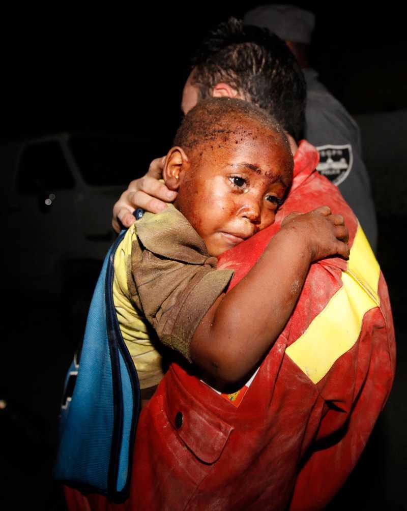 Rädda barnen uppger att upp till två miljoner barn kommer att få men till livet av katastrofen.