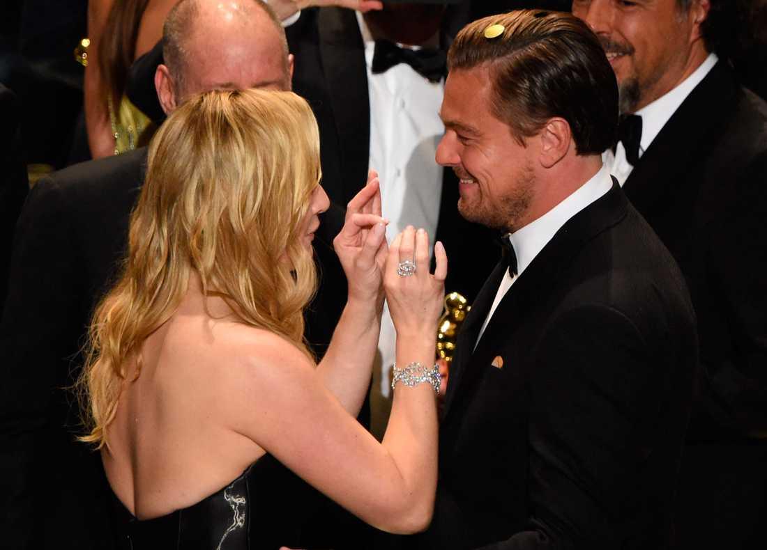 Ingen var gladare än Kate Winslet över att Leonardo DiCaprio äntligen fick sin guldgosse.