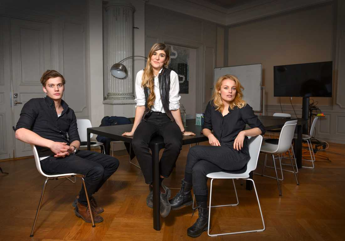 Skådespelarna Björn Mosten och Ida Engvoll tillsammans med regissören Lisa Langseth (mitten).