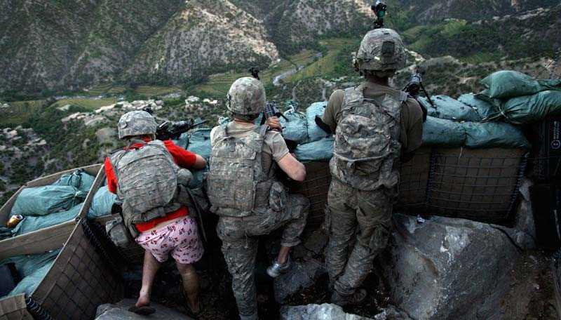 De amerikanska styrkorna förbereder en storoffensiv – för att sedan tåga ut ur Afghanistan. Någon anledning för svensk militär att stanna kvar finns inte, enligt Jan Guillou.