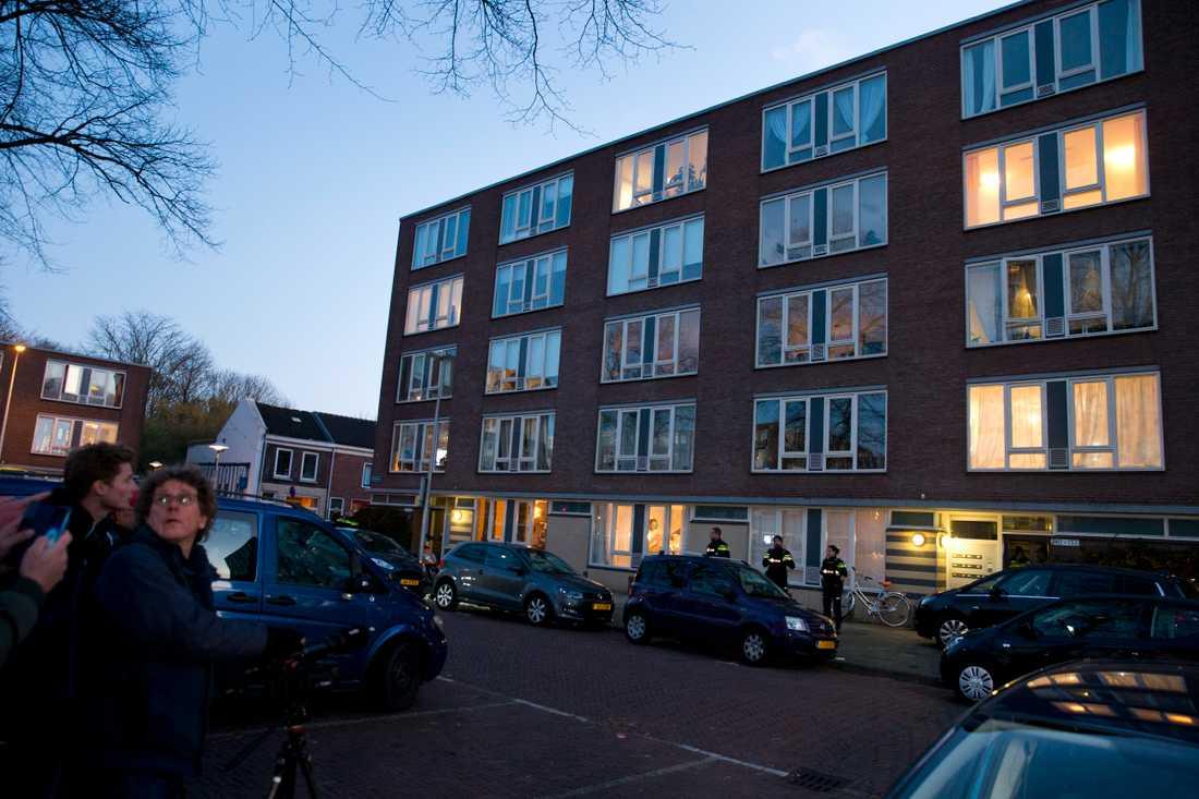 Tanis greps vid ett bostadshus i Oudenoord, ett par kilometer från platsen där skottlossningen skedde.