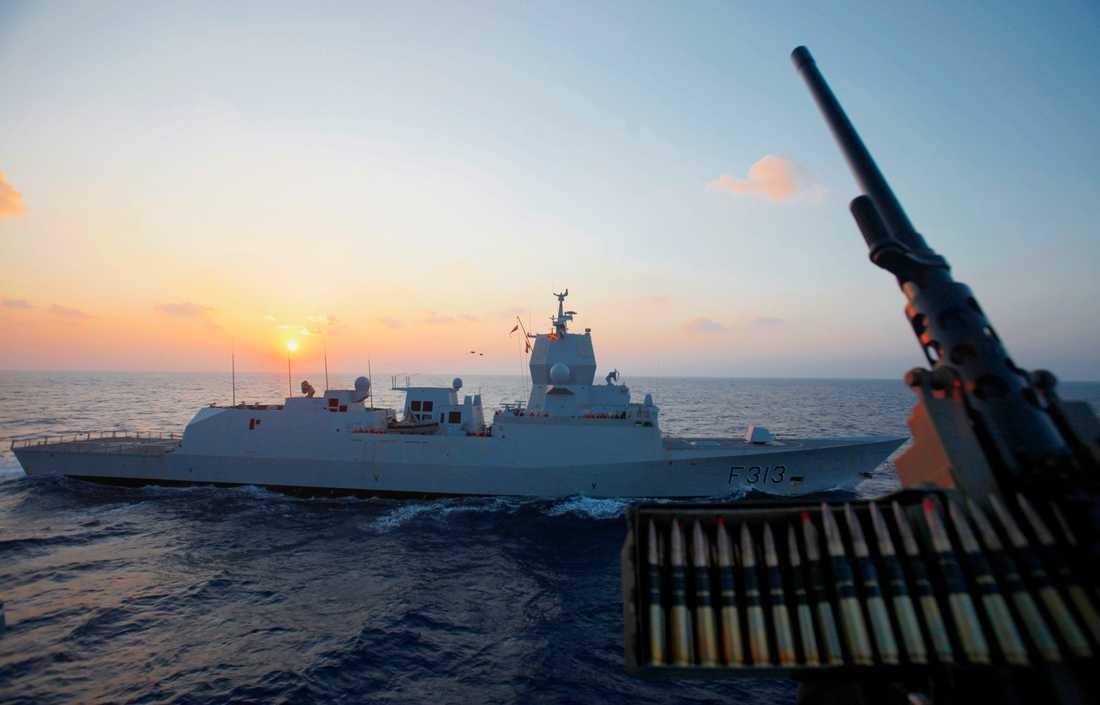 Den norska flottans fregatt KNM Helge Ingstad riskerar att sjunka efter en krock. Här var fregatten på uppdrag i Medelhavet. Arkivbild.