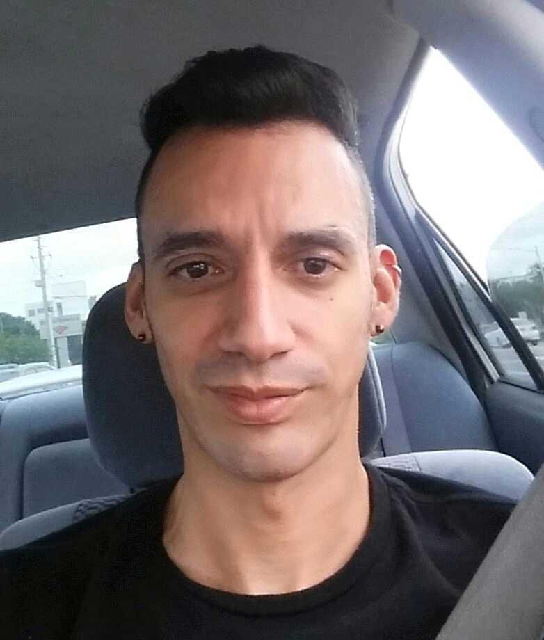 Eric Ivan Ortiz-Rivera, 36, kom ursprungligen från Puerto Rico. Han arbetad inom detaljhandeln och hade en examen i kommunikation från Univercidad Central de Bayamon.