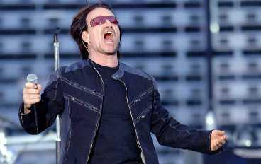 Tillbaka till rötterna Det är det gamla U2 som vill komma tillbaka. Bandet bjuder på en afton av patos och politik med Bono i vit bandana som uppmanar till engagemang inför G8-mötet.