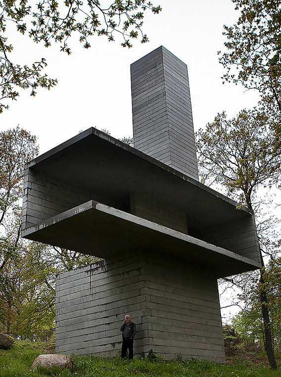 Föremålet för fejden mellan Kivik Art Center och Ulf Lundell: Antony Gormleys och David Chipperfields torn.