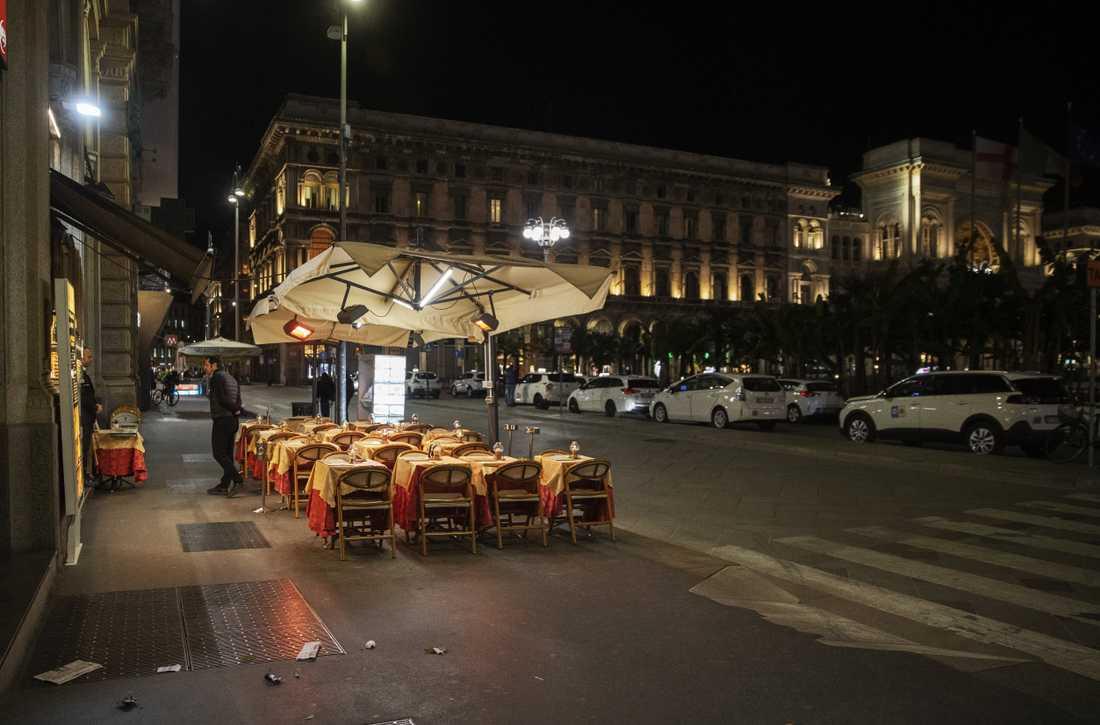 Öde restaurang vid Piazza del Duomo i Milano.