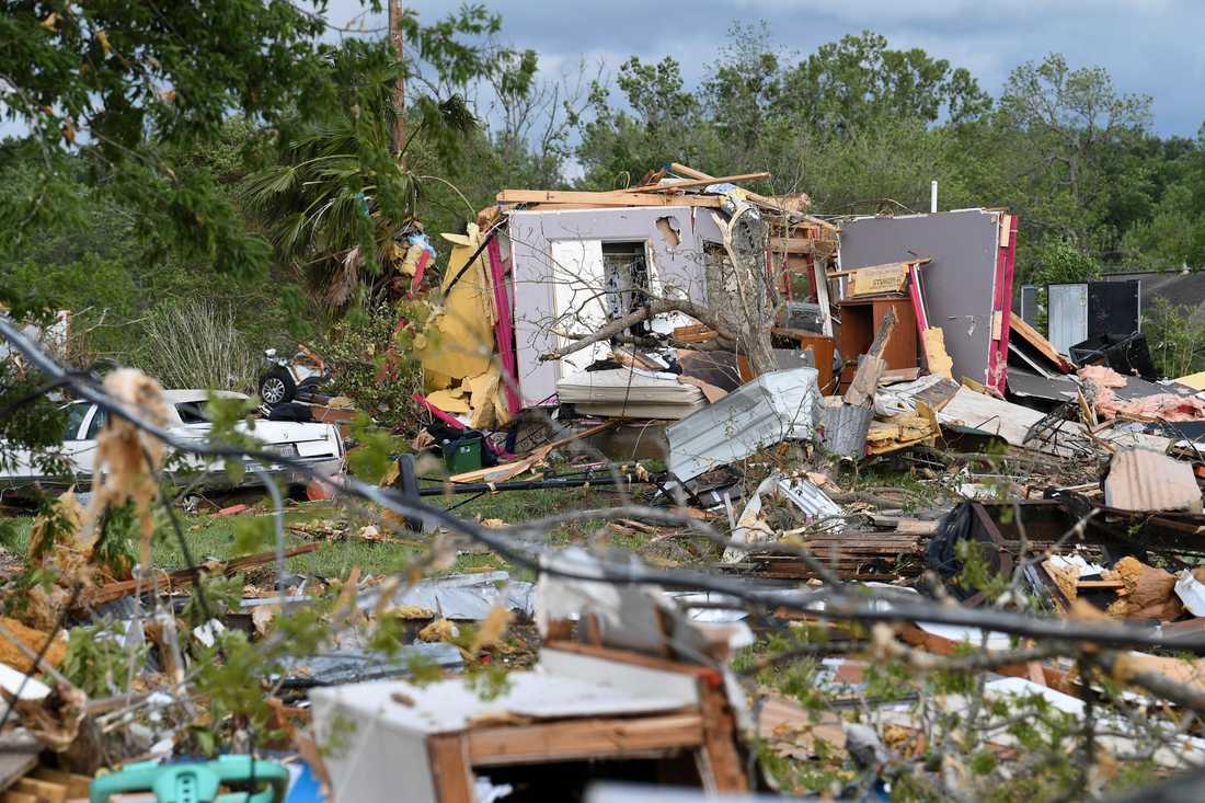 Flera hus har förstörts under ovädret.