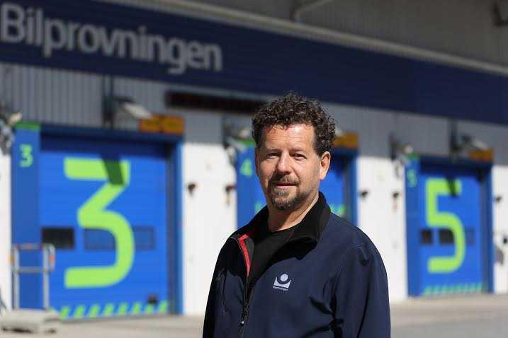 Svensk Bilprovnings besiktningsexpert Morgan Isacsson
