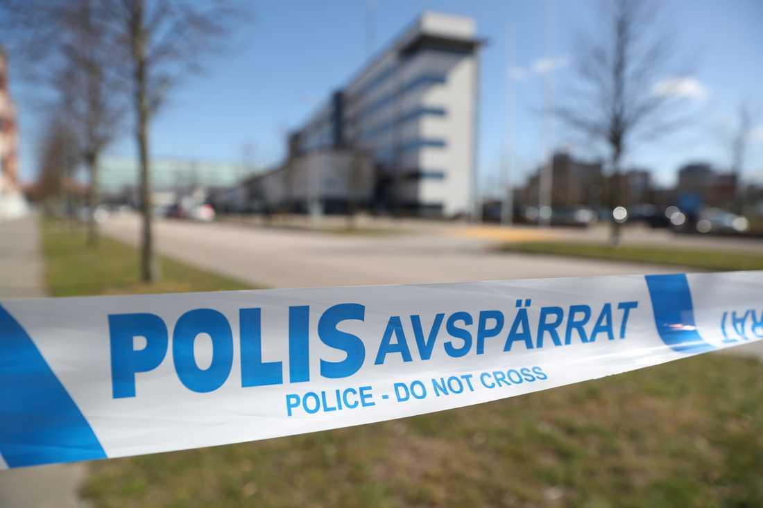 Delar av polishuset i Helsingborg har tidigare varit utrymda sedan ett misstänkt farligt föremål tagits dit av en person som ville lämna hittegods.