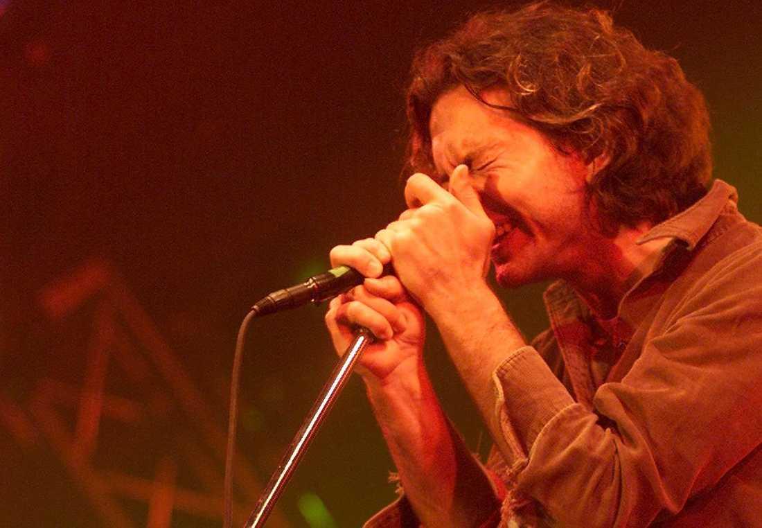 "Eddie Vedder under ""Pearl Jams"" konsert på Roskilde år 2000."