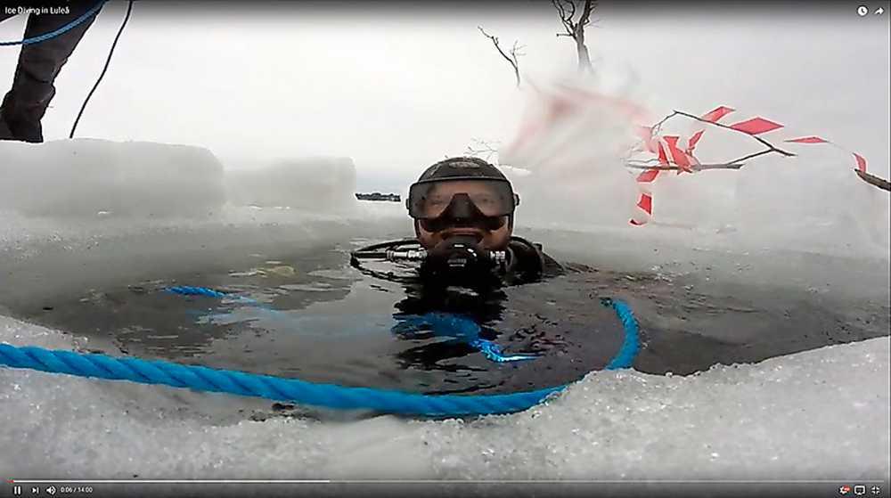 Den 65-åriga mannen skulle åka skidor ute på isen när den gav vika och han åkte med huvudet före ned i det iskalla vattnet. Daniel och hans dykarvänner fanns i närheten och kunde rädda mannen.