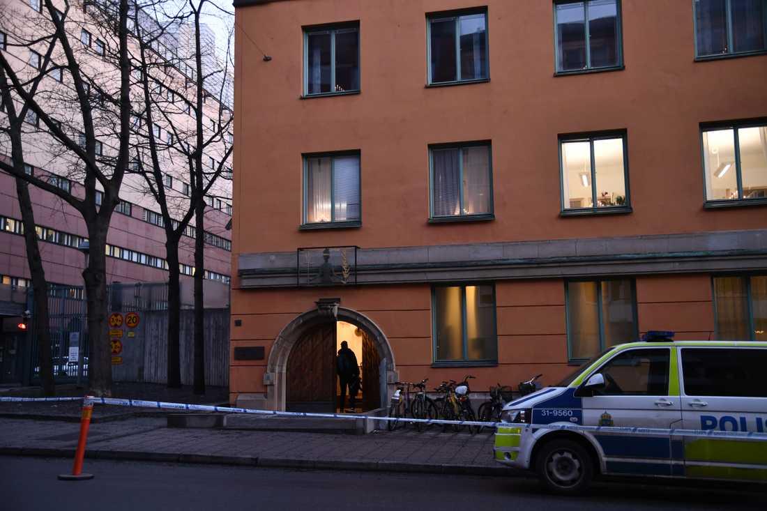 Rättegången hålls i Stockholms tingsrätts säkerhetssal.
