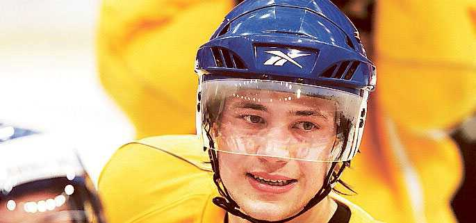 yngst Victor Hedman är 18 år. Snittåldern på övriga svenska backar i LG Games är 33,8 år.