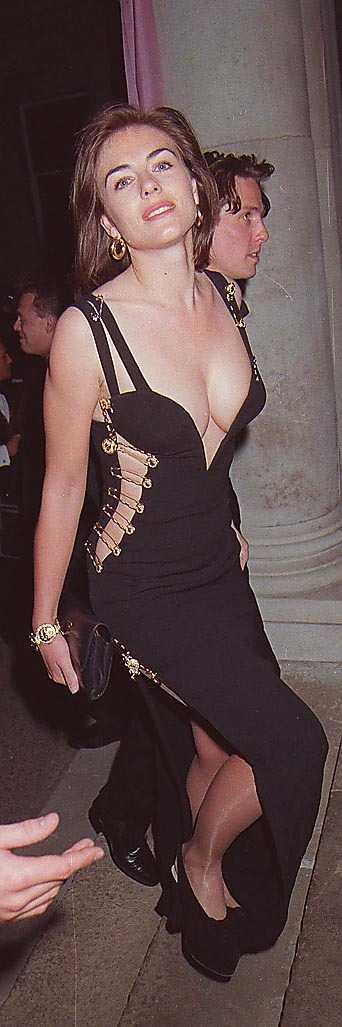 Elizabeth Hurley i den välkända Versaceblåsan.