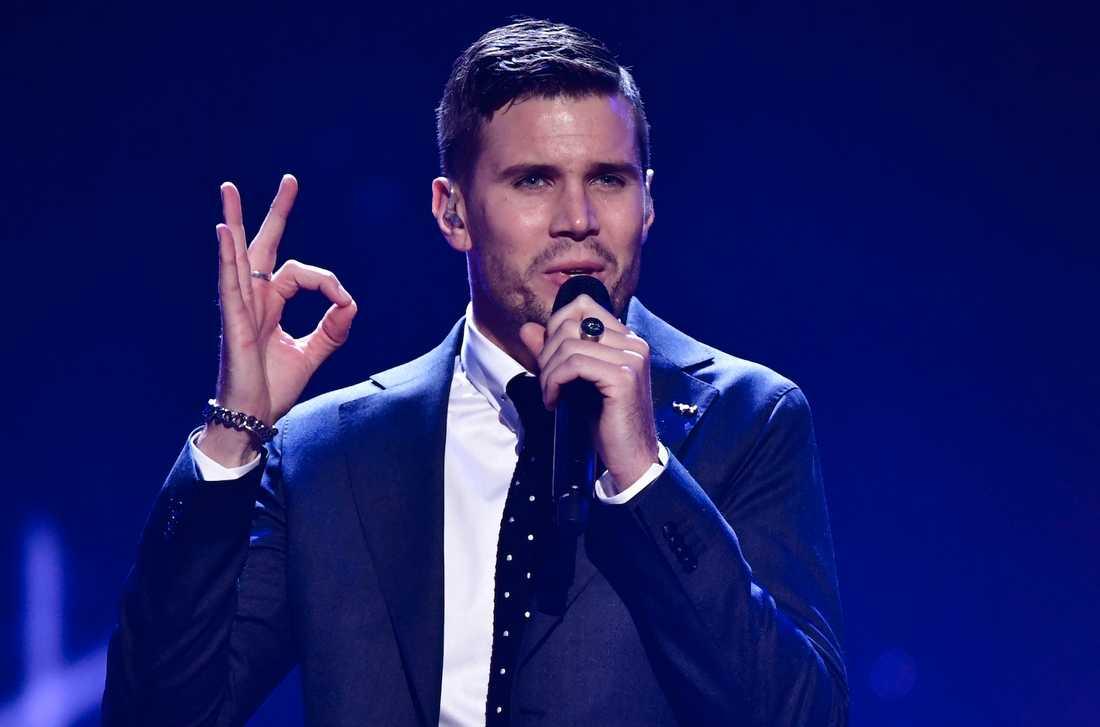 """Robin Bengtsson tävlar i finalen i Melodifestivalen 2017, med låten """"I can't go on""""."""