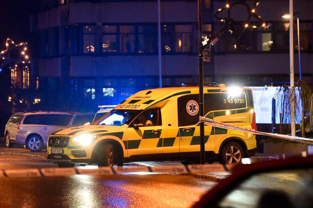 – Det var fullt kaos, sen skrek nån: Han håller på och dör, säger en gäst till Aftonbladet.