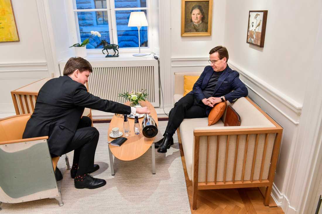 Riksdagens talman Andreas Norlén (M) och Ulf Kristersson (M) träffas i riksdagshuset.