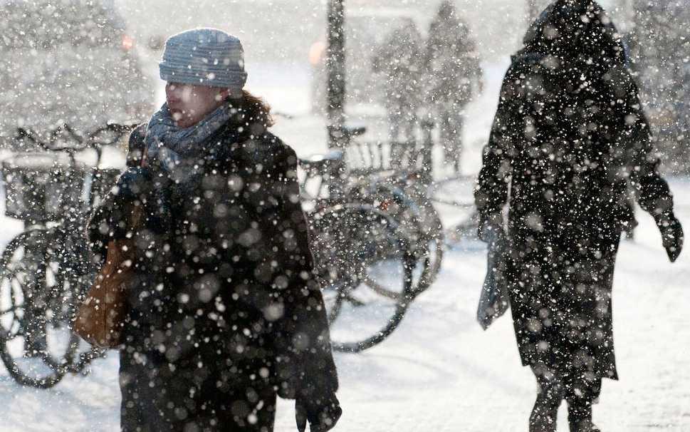 Snöfall i Malmö under onsdagen. På torsdagen väntas ett ny oväder komma in över landet.