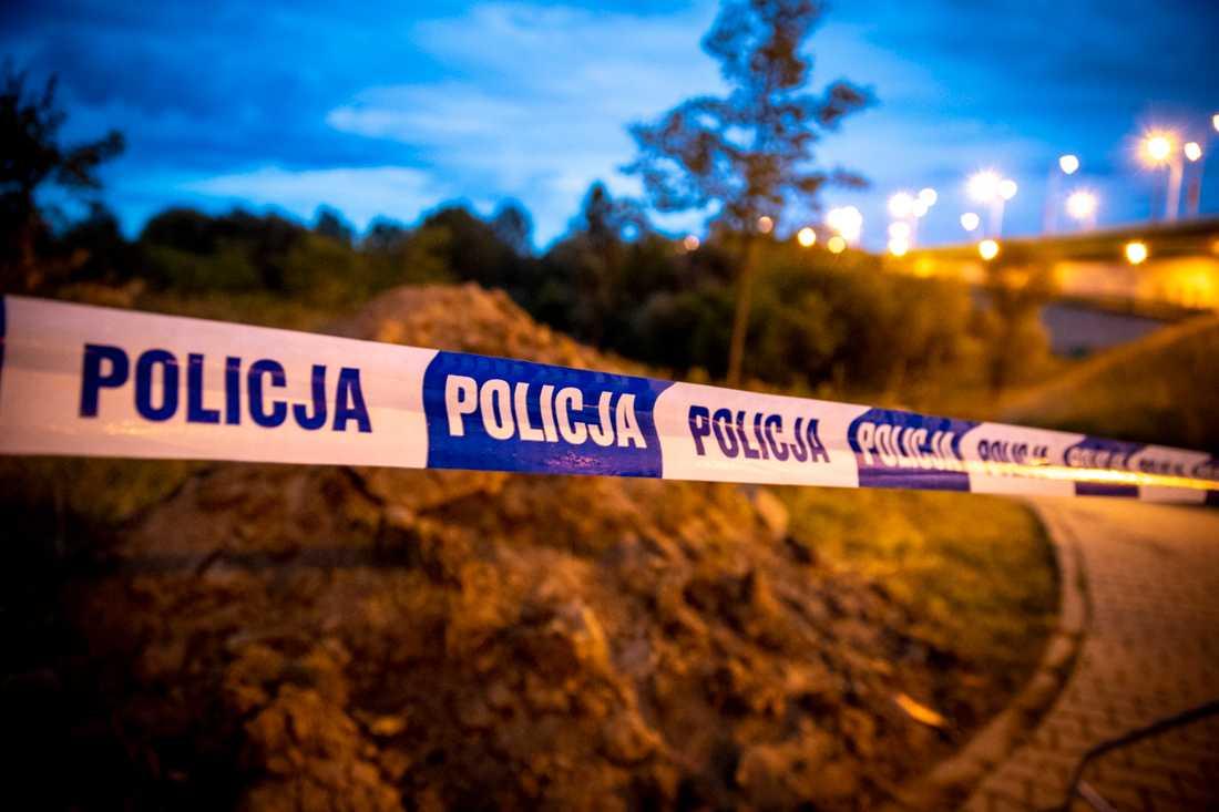 Polisens avspärrningar vid platsen för avloppsläckan.