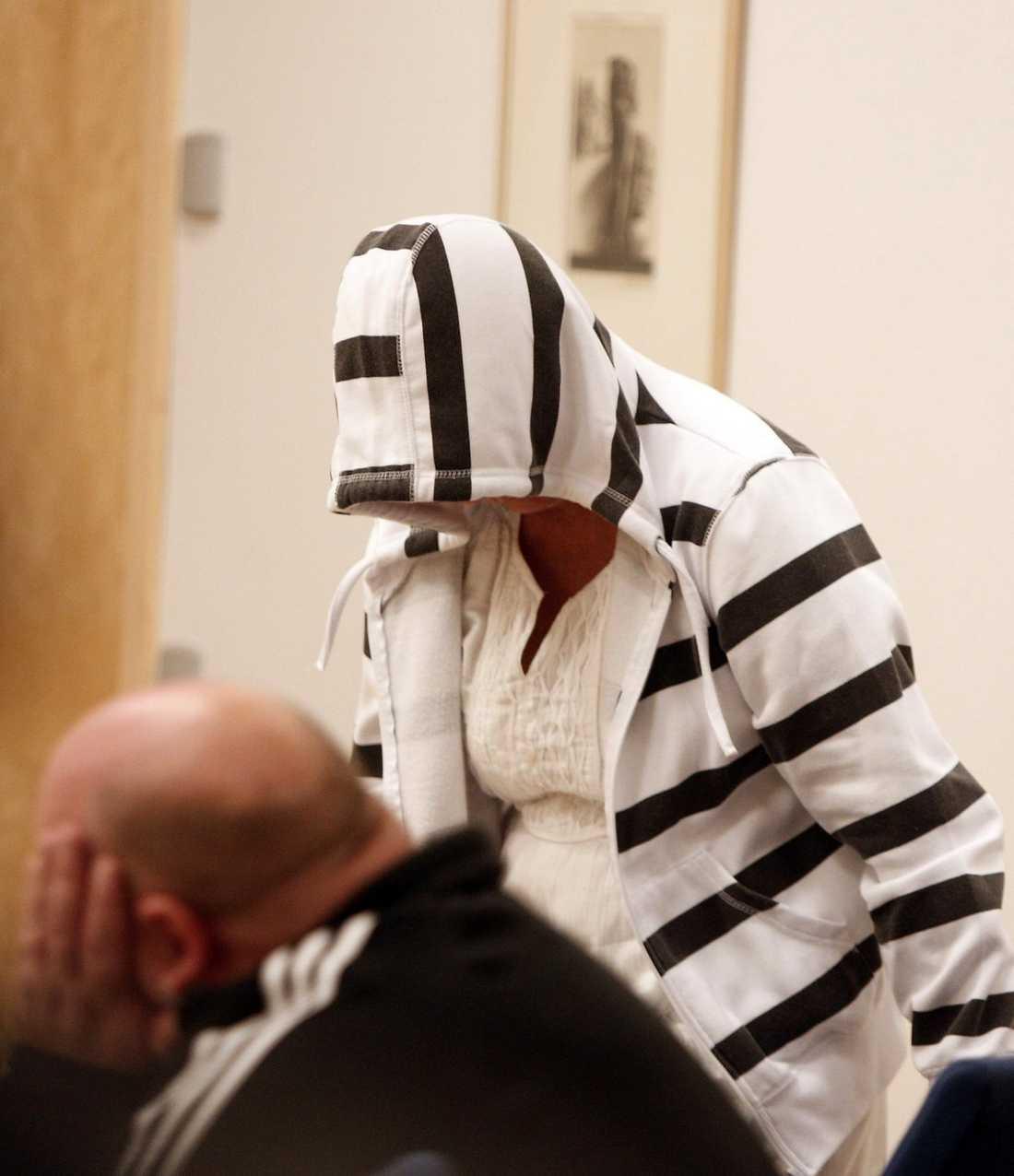 CHATTADE OM BARNSEX Här möts den 55-åriga mormorn och den 43-årige mannen i rätten. Tidigare har de haft kontakt på internet  i ett drygt år – och deras chattkonversationer om barnsex är bevisning i den unika barnporrhärvan. Foto: HENRIK HANSSON