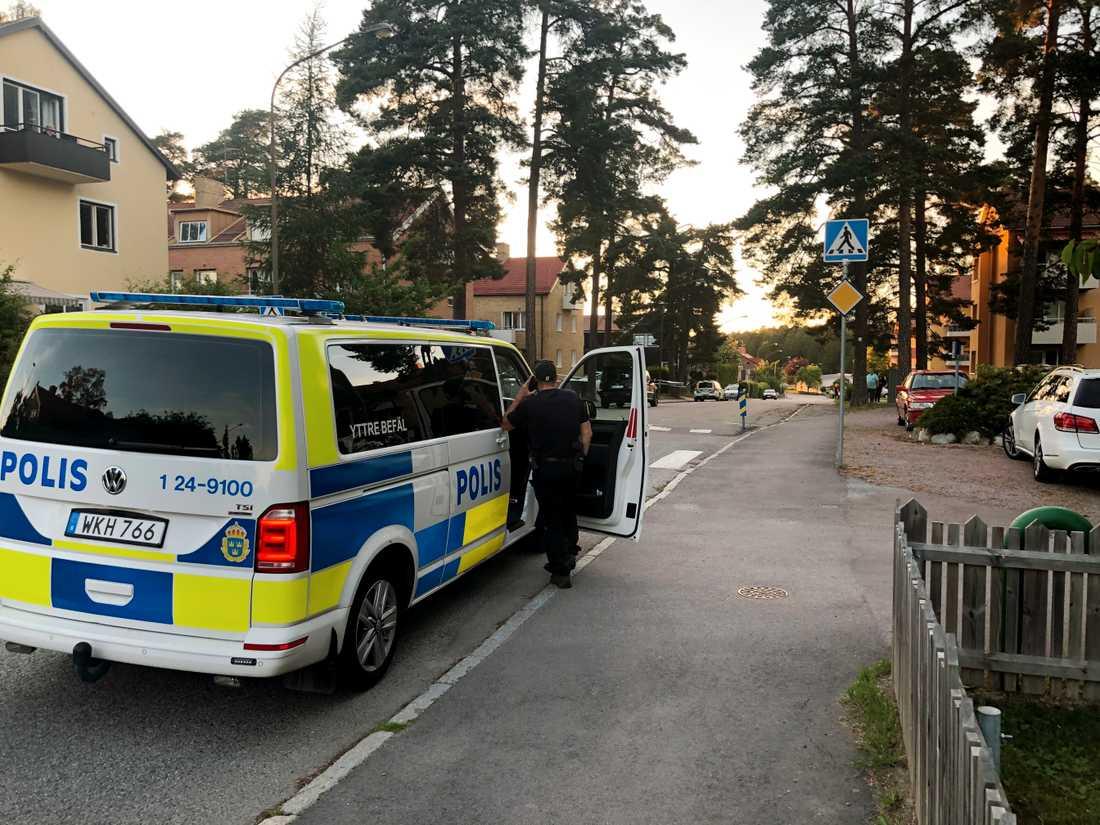 Polisen inledde en stor insats efter skottlossningen i Västerås.