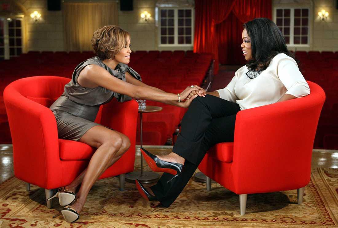 """Whihney gästade Oprah 2009: """"Jag missbrukade i tio år, men jag är drogfri nu"""", hävdade hon då."""