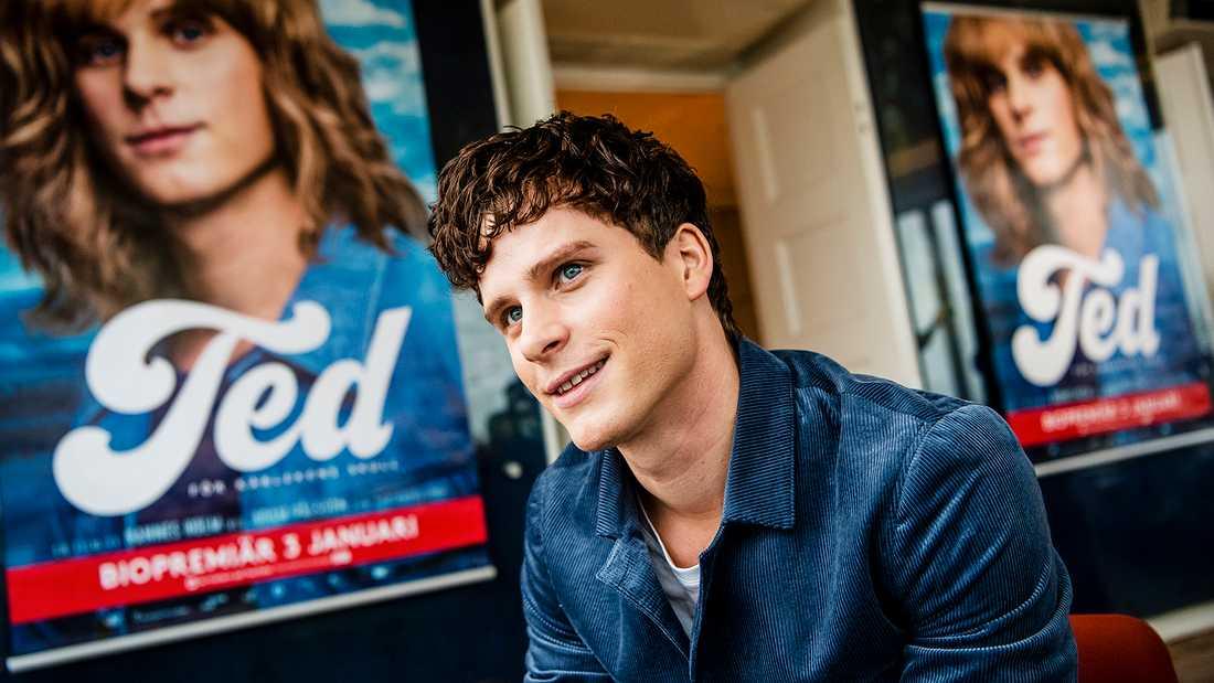 Adam Pålsson, aktuell i biofilmen om Ted Gärdestad, var med och bowlade.