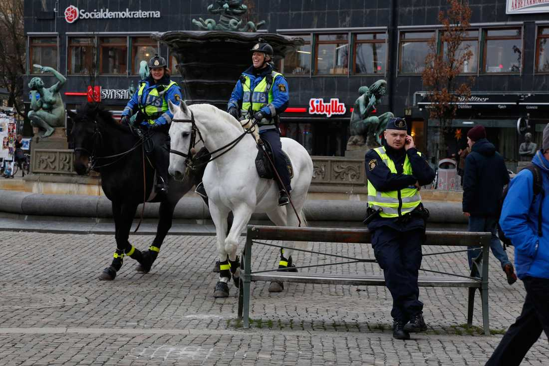 Polis på Järntorget i Göteborg.