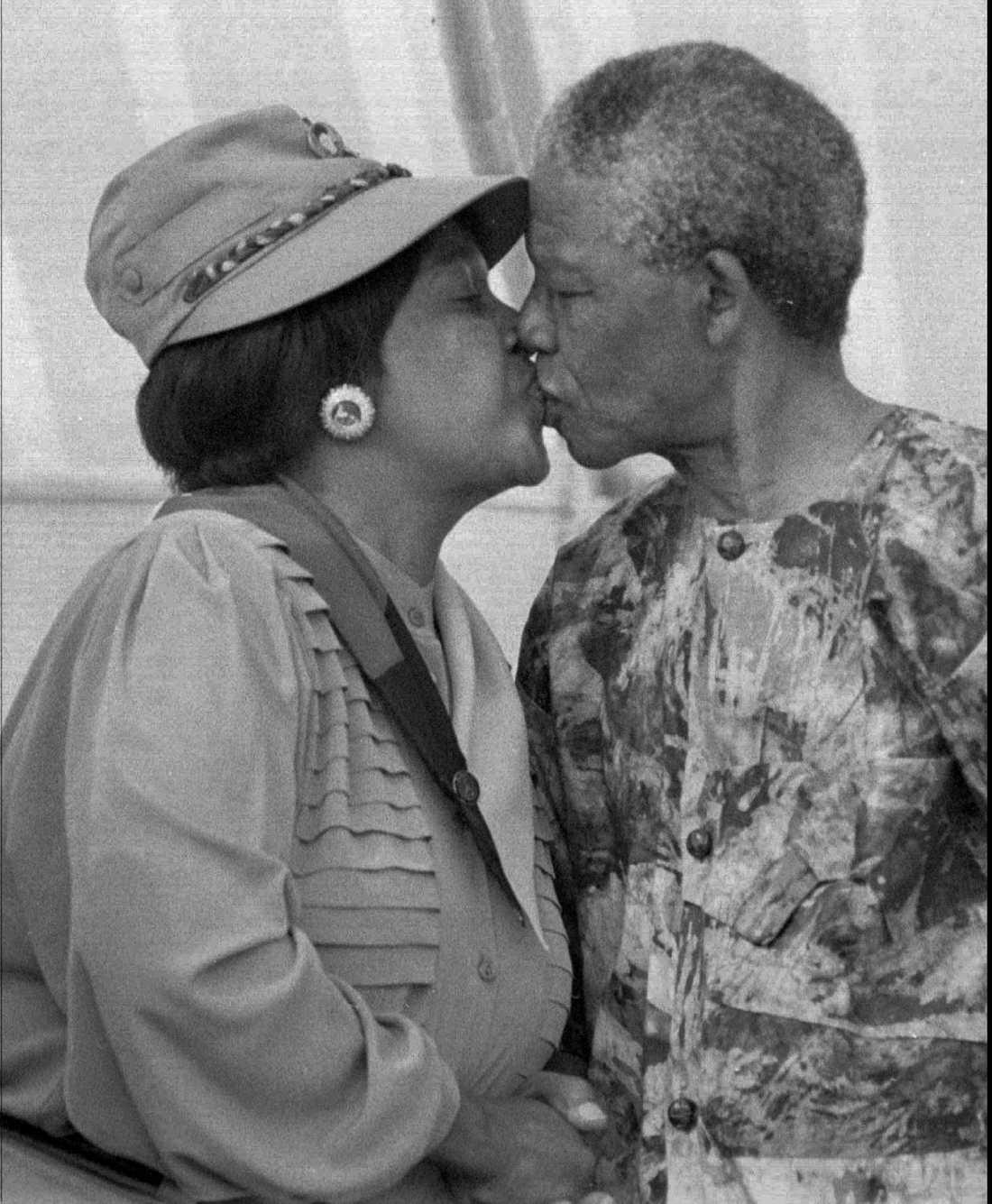 Mandelas andra fru var Winnie Madikizela-Mandela. De träffades i Johannesburg där hon var stadens första svarta socialarbetare. Senare skulle Winnie Mandelas familjeband slitas av samma konflikt som hemsökte landet under samma period; samtidigt som hennes make satt fängslad på Robben Island för terrorism och landsförräderi utnämndes Winnies far till jordbruksminister i Transkeiprovinsen. Äktenskapet slutade i separation i april 1992 och i skilsmässa i mars 1996. De har två döttrar tillsammans.