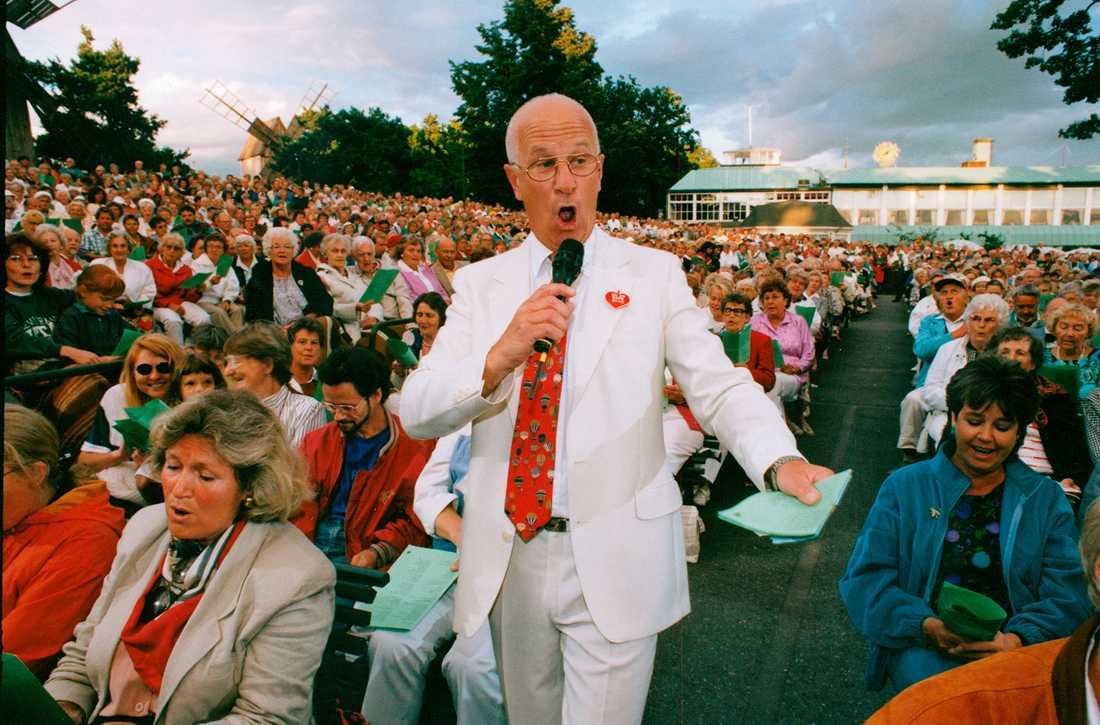 """Bosse Larsson var programledare för """"Allsång på Skansen"""" mellan 1974 och 1993. Här en bild från 1991."""