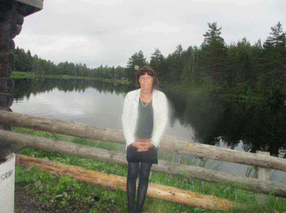 SISTA BILDEN En av de misstänkta tog den här bilden på Madeleine vid en sjö. Kort därefter mördades hon med flera knivhugg.