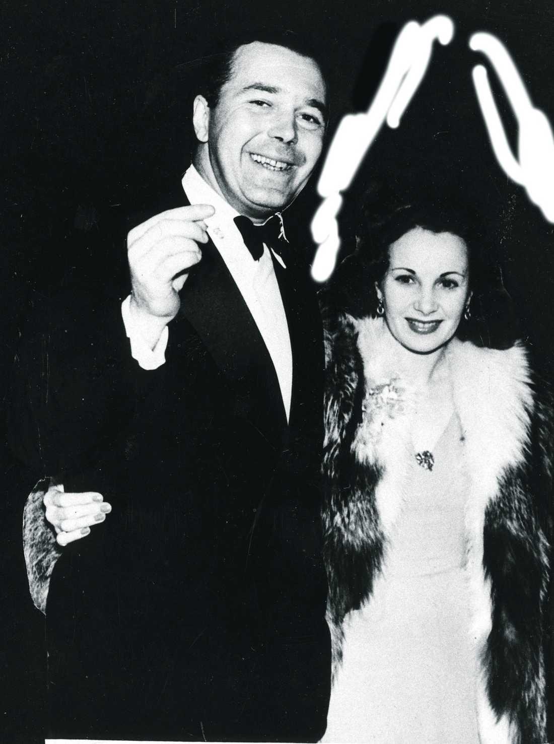 Det här är en av de få bilderna på prinsessan Lilian och prins Bertil som unga. Den är tagen på 40-talet i London, där paret först träffades.